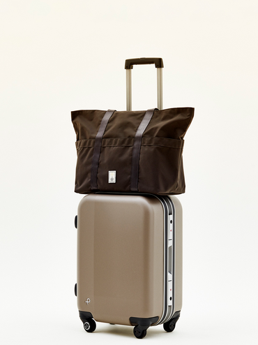 20200521-monocle-web-07-trolly-tote-brown_012_.png