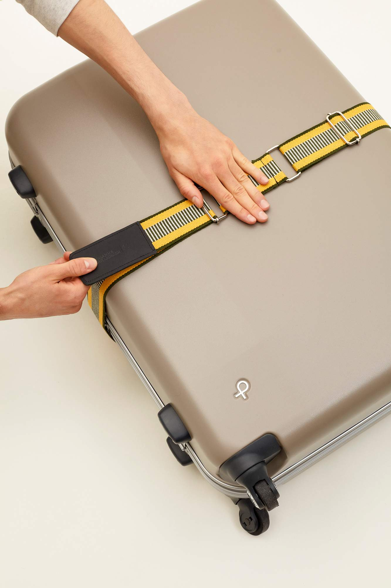 20200709-johanna-gullichsen-luggage-belt-yellow_017.jpg