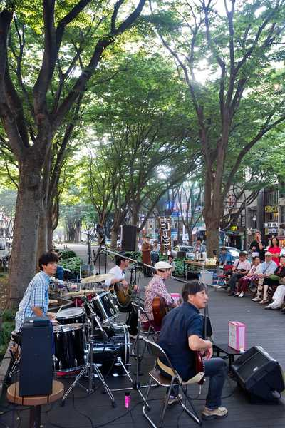 Live music on Jozenji Street