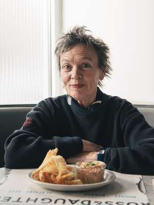 Laurie Anderson preparing to tuck in