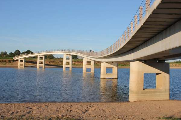 The undulating curves  of the Zalige Bridge