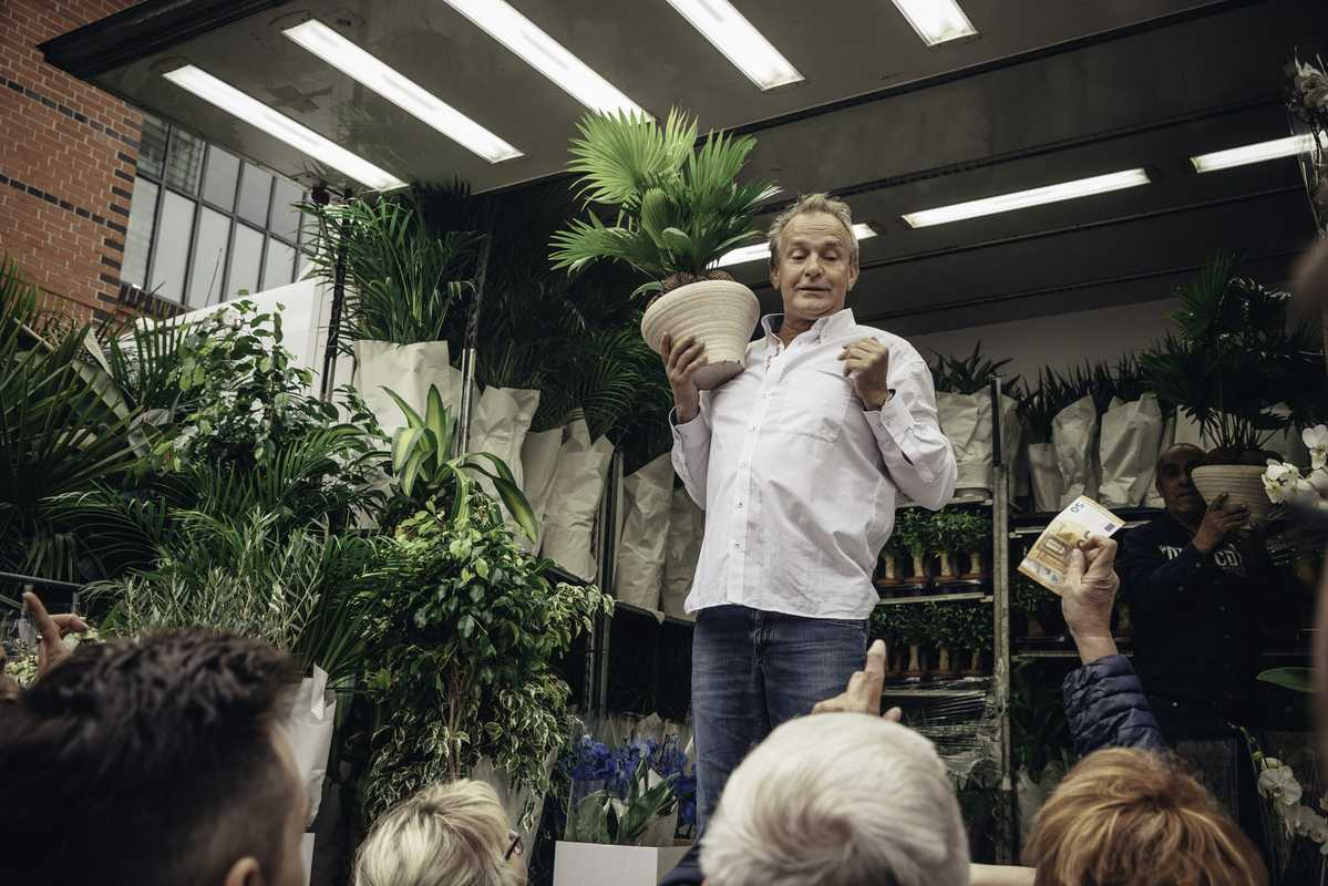 Roberto Saarloos, the 'Holländische Blumenkönig' (Dutch king of flowers), selling plants by the truck-load