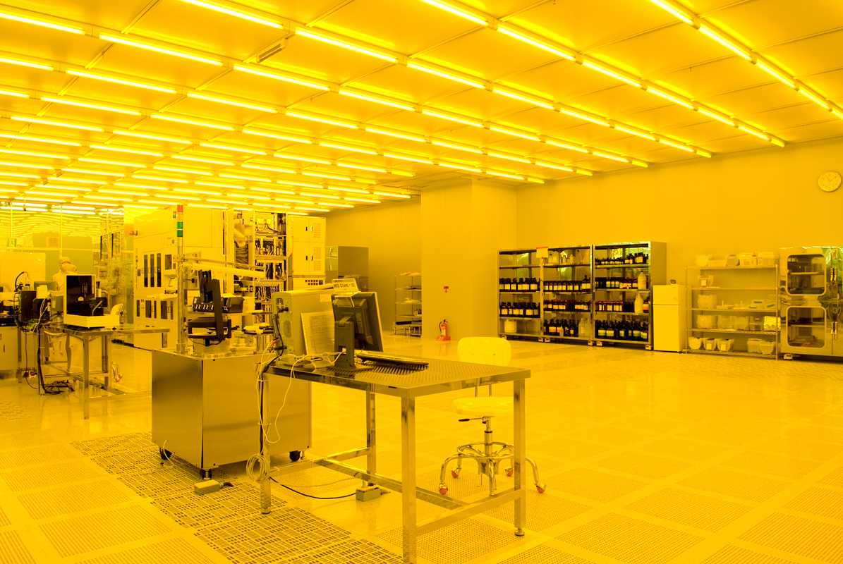 Clean room in the NanoFab Centre
