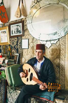 Traditional musician at the Cercle de la Musique Arabo-Andalus