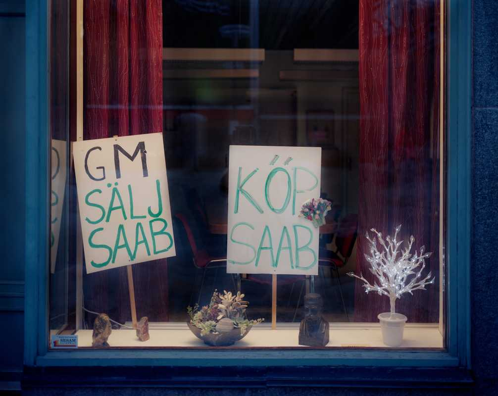 Signs of support for Saab on Kungsgatan