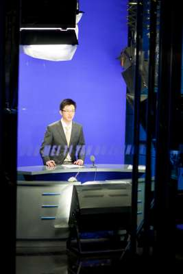 News anchor Zhang Daxin in the studio
