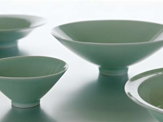 Porcelain bowls from Jingdezhen for Muji