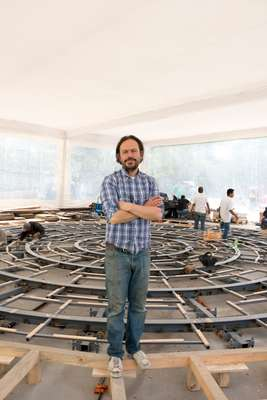 Mexican artist Damián Ortega in front of the soon-to-be-finished 'Cosmogonía Doméstica'
