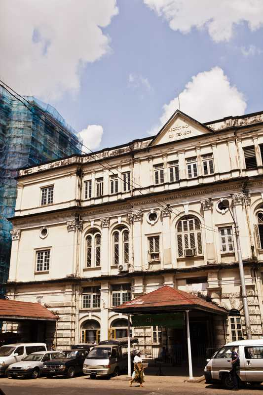 Colonial building on Anawrahta Road