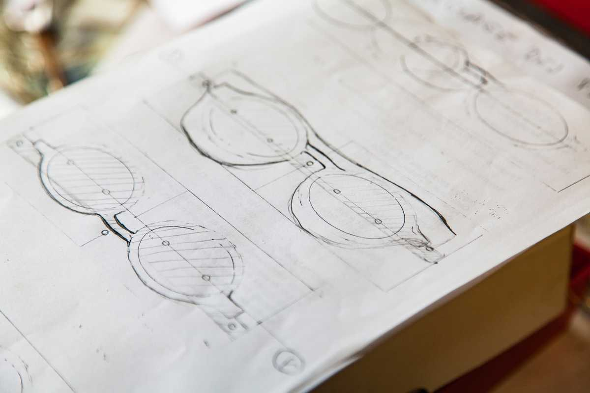 Sketches of glasses drawn by Hibon