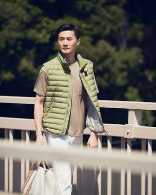Vest by Parajumpers, t-shirt by Adam et Rope, trousers and bag by Loro Piana