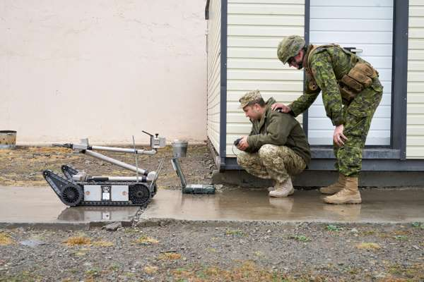 Teaching the workings of the iRobot 510 PackBot at the demining centre