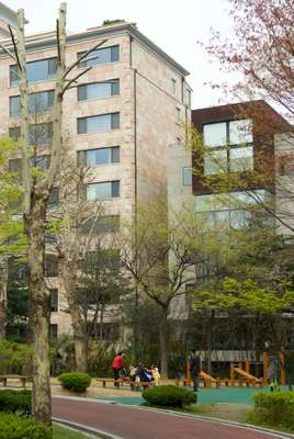 Apartments overlooking Dosan Park