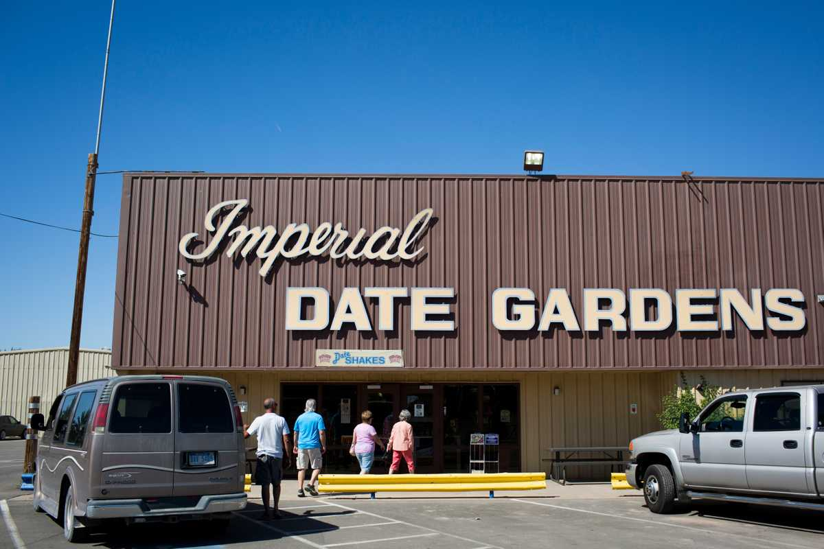 Imperial Date Gardens shop