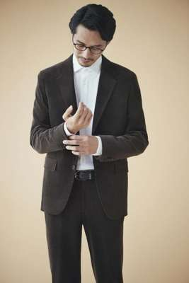 Jacket, shirt, trousers and belt by Ermenegildo Zegna, glasses by Lindberg