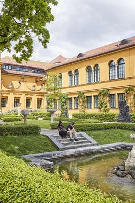 Lenbachhaus was built as a Tuscan-style villa in the late 19th century
