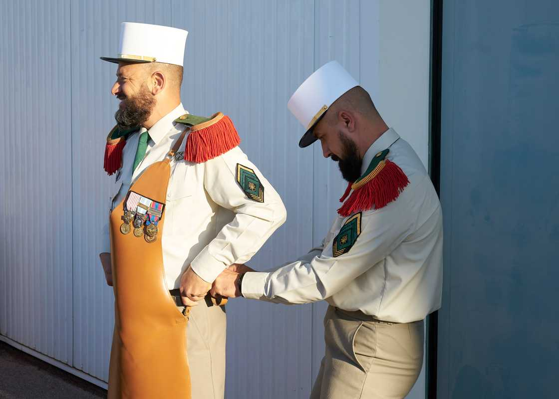The sappers prepare their leather aprons for Camerone Day