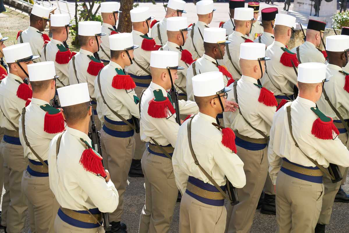 Dress uniform includes the 'képi blanc', a blue sash and red 'épaulettes de tradition'