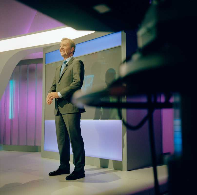 RTL Nederland's news anchor Rick Nieman in the studio