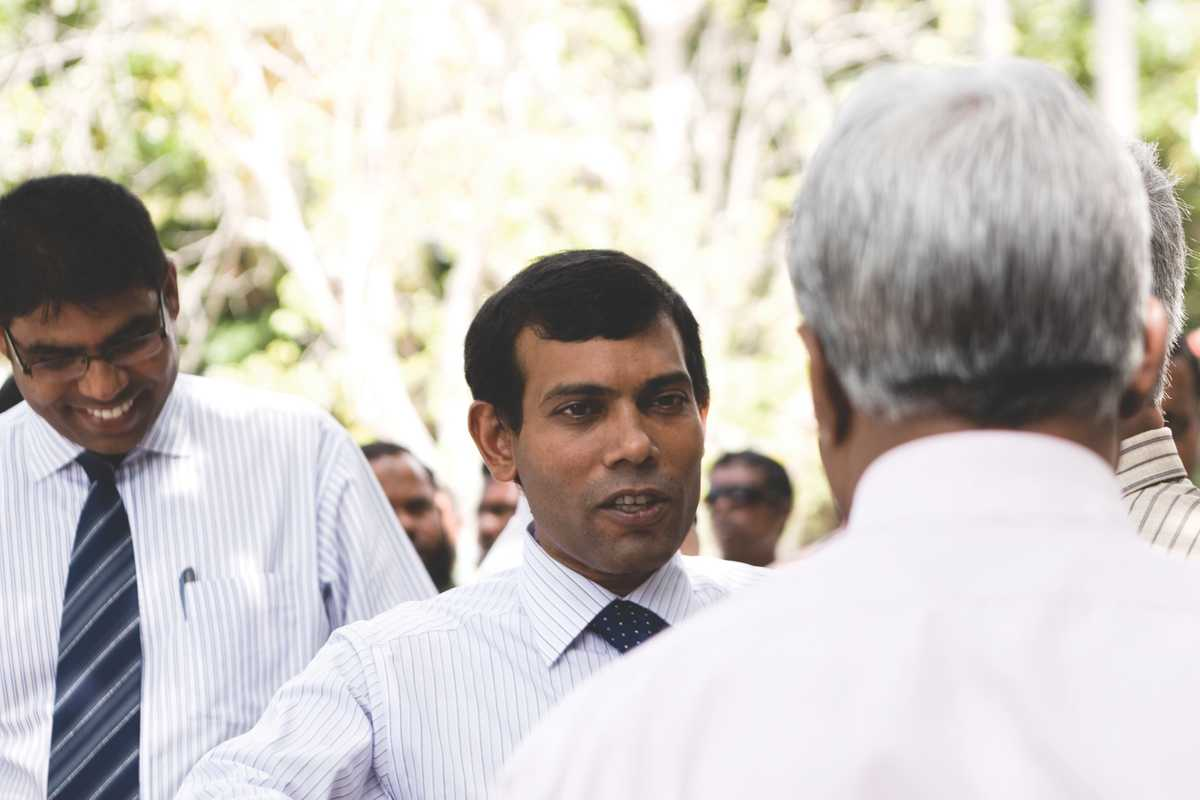 Nasheed meets fishery managers on an island in the North Thiladhunamathi Atoll