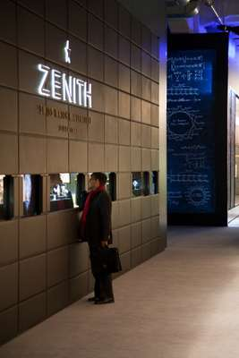 Zenith exhibition window