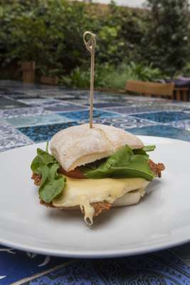 Milanesa sandwich ready to serve