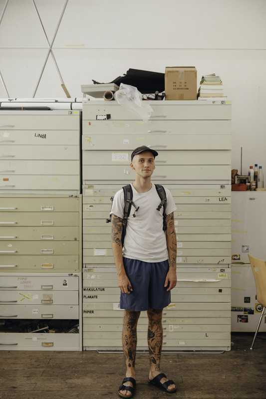 An HGB student in his studio