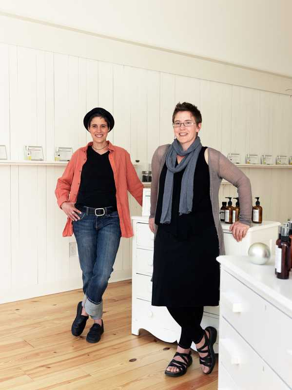 Carolyn Mix (right) and Darcy Doniger of 2 Note Botanical Perfumery