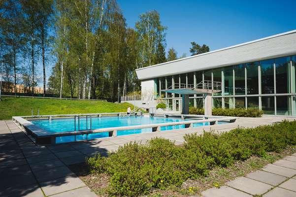 Outdoor swimming pool in Tapiola