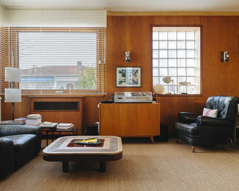 The living room in mid-century style at Villa Mirabelle