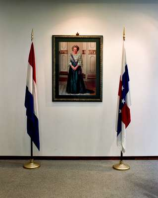 A picture of Queen Beatrix at the prime minister's office at Fort Amsterdam