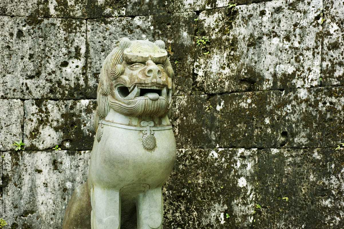 Shisa (Okinawan lion statues used as talisman against evil) at Kankai gate