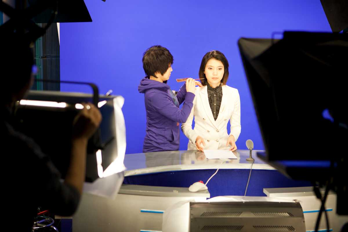 News anchor Nie Danyangzhi in TV studio