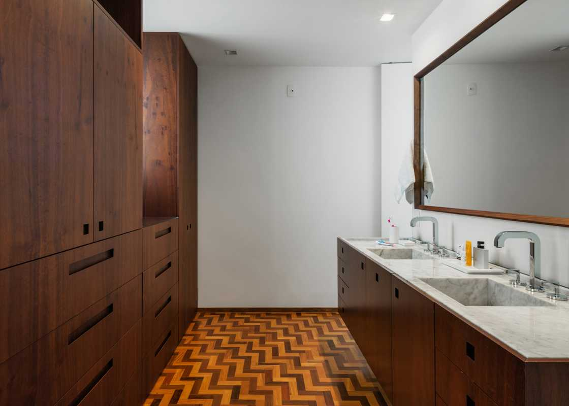 Pared-back bathroom