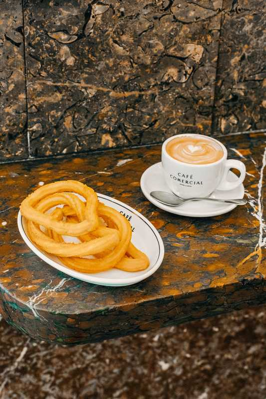 'Café con leche' and churros