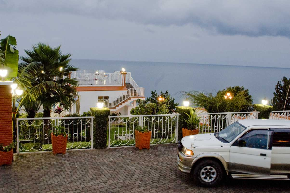 Upmarket residence on Lake Kivu – with its obligatory SUV