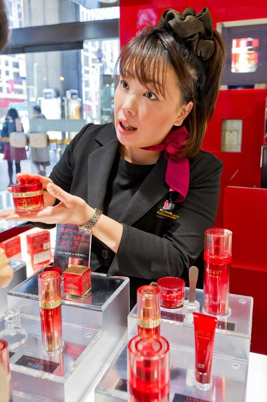 Explaining the products at the Ginza flagship
