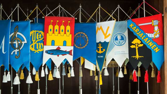 Coats of arms of Finnish towns and regions collected in the Finlandia Club