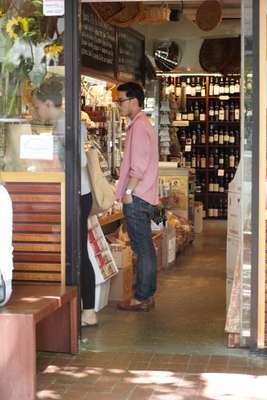 Browsing in Bottega del Vino