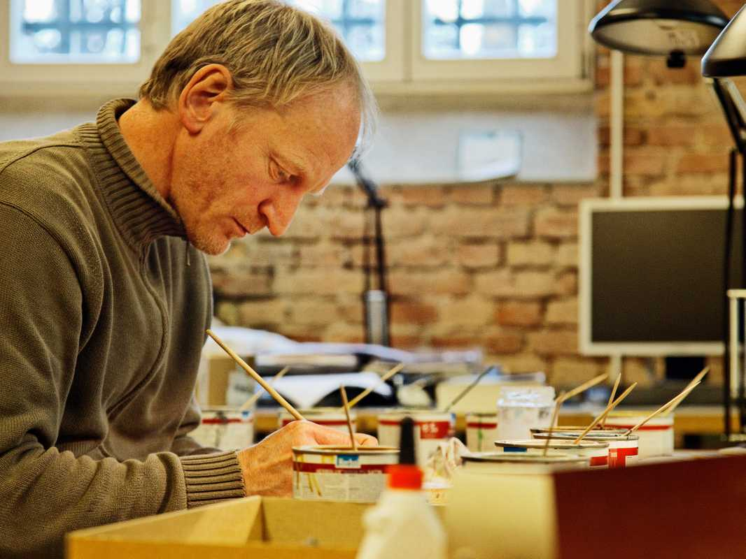 Model-making technician Jörg Albeke