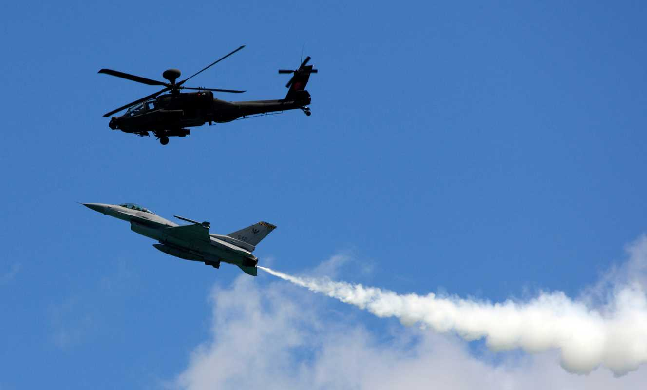 AH-64 Apache and F-16 in the flight display