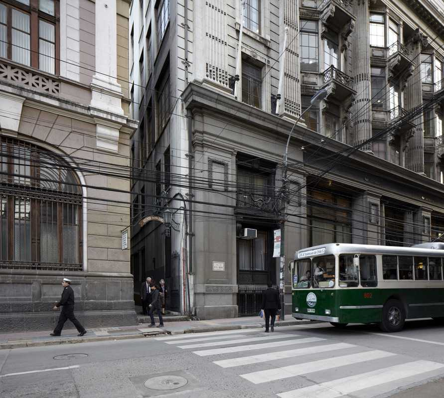 The trolebús heads up Calle Prat, one of the flatter parts of the city