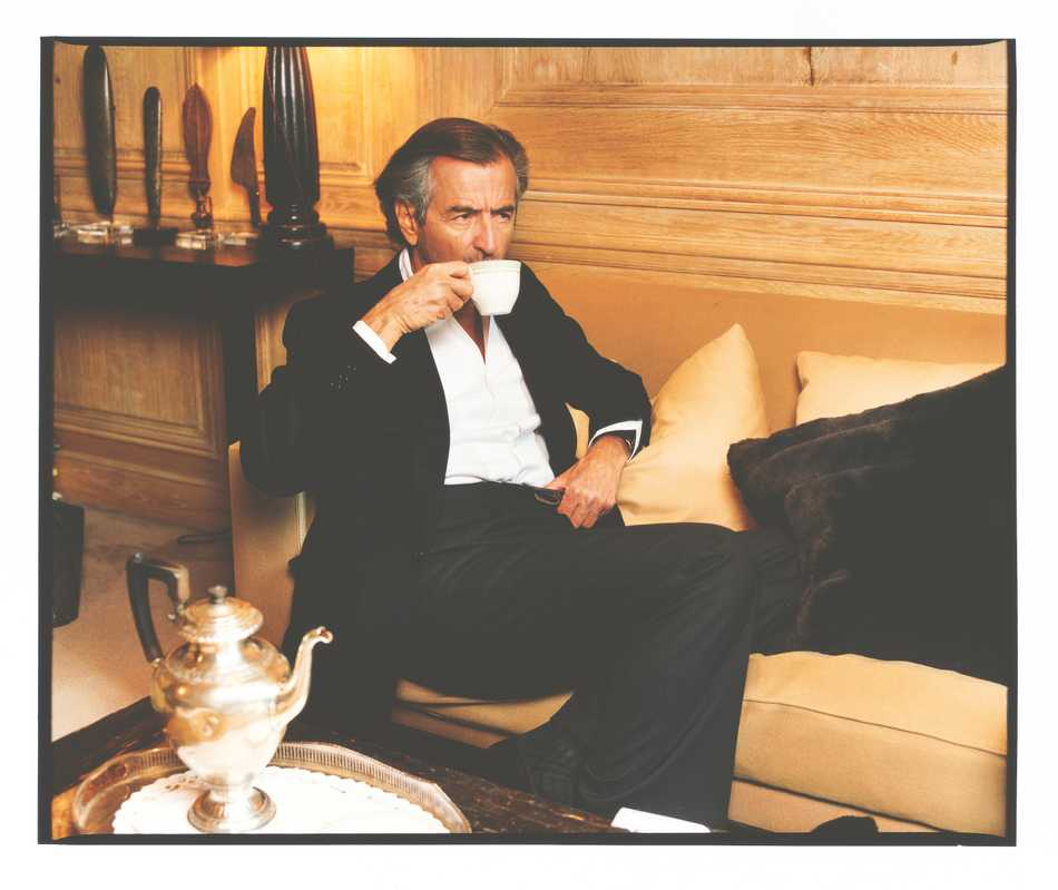 Lévy drinks tea