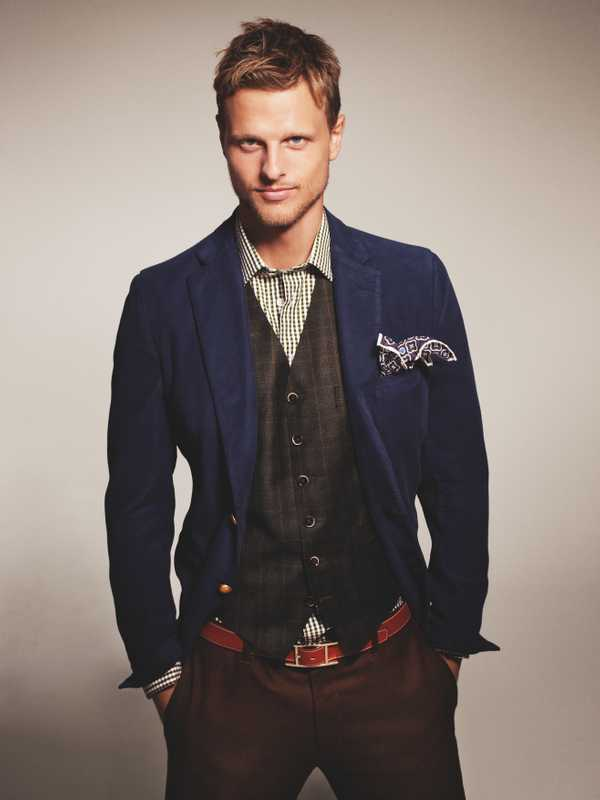 Jacket & trousers by Piombo, waistcoat by Canali, shirt by Richard James, pochette by Roda, belt by Hermès