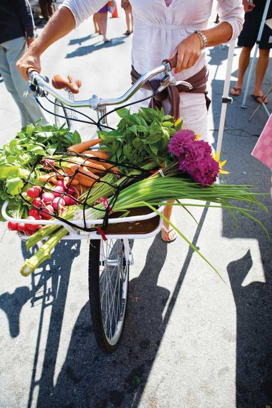 Test driving the LIVE bike at Santa Cruz farmers' market