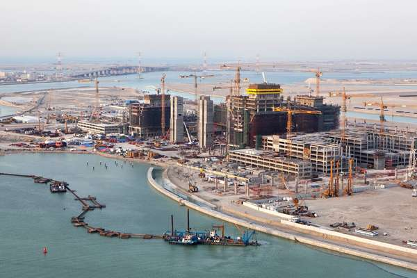 Under construction, Al-Reem with Saadiyat Bridge in the distance