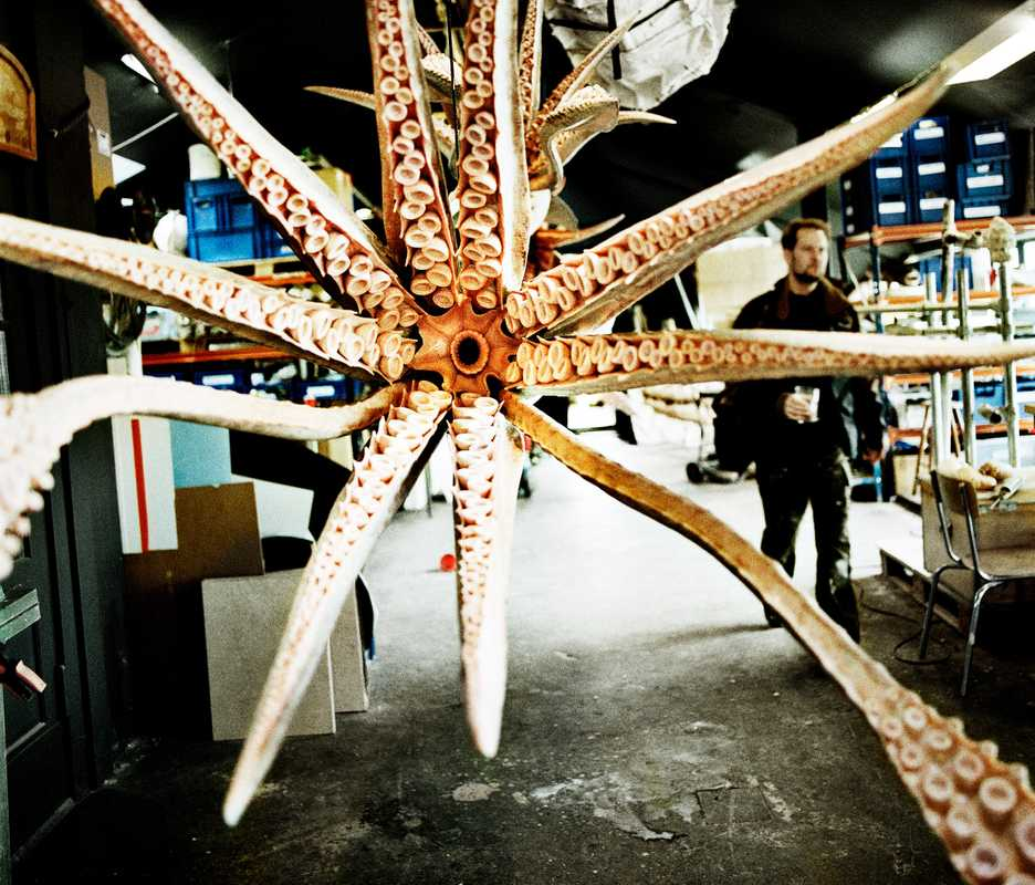 Model giant squid
