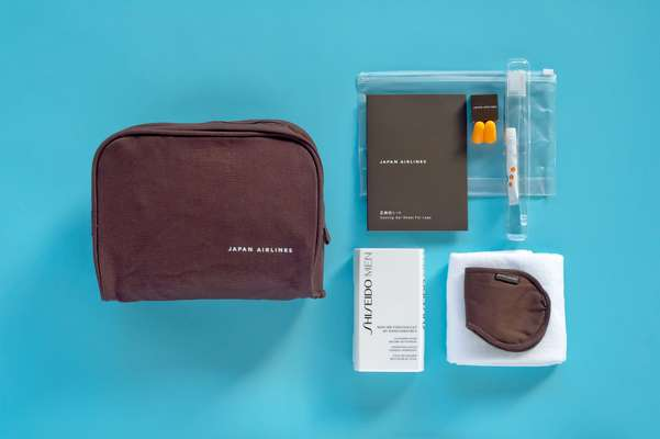 16. JAL's amenity kit