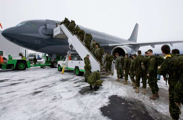 Canadian armed forces leave for Haiti
