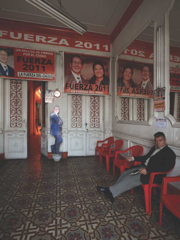 Foyer of Fujimorista campaign HQ